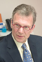 Daschle On Health Law: Defunding Is 'A Very Serious Threat'